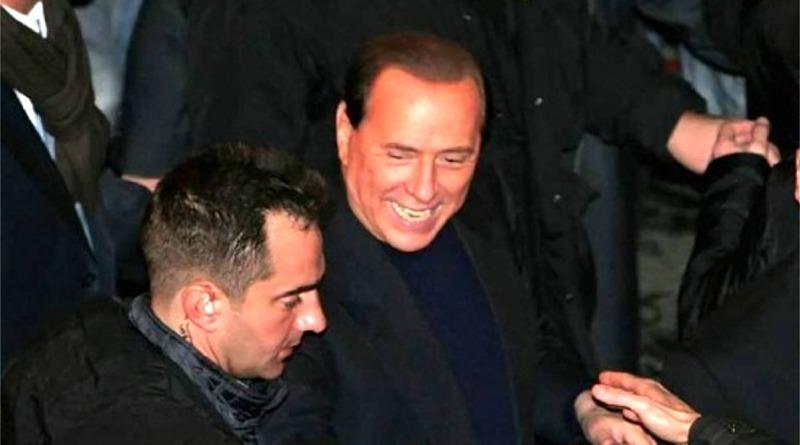 Silvio Berlusconi tra la folla - © Tonino Uscidda / Fotogramma