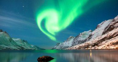 la tempesta magnetica proveniente dal Sole genera l'aurora boreale