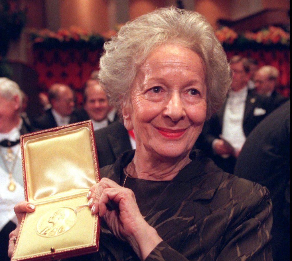 La poetessa polacca Wisława Szymborska (1923-2012)