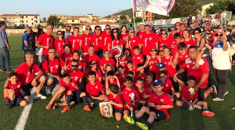 Foto di gruppo in occasione del 10° Torneo giovani promesse organizzato dalla Decimo '07