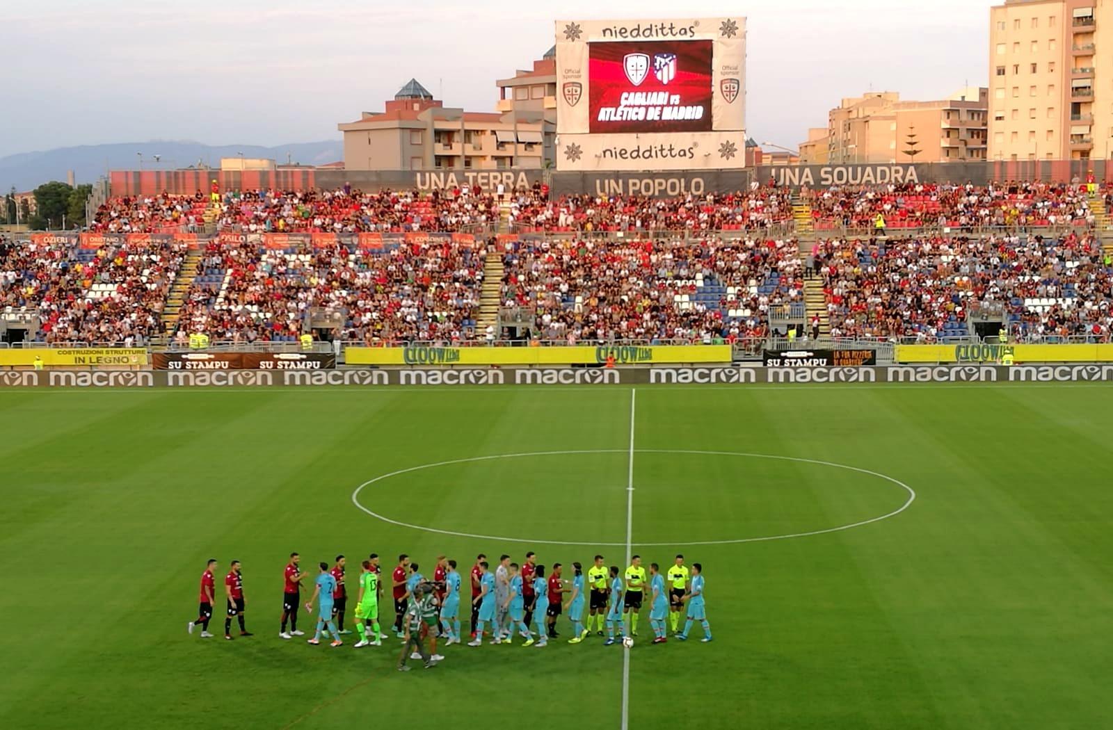 Cagliari e Atlético Madrid in campo