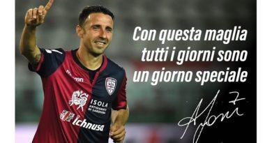 Andrea Cossu saluta il Cagliari