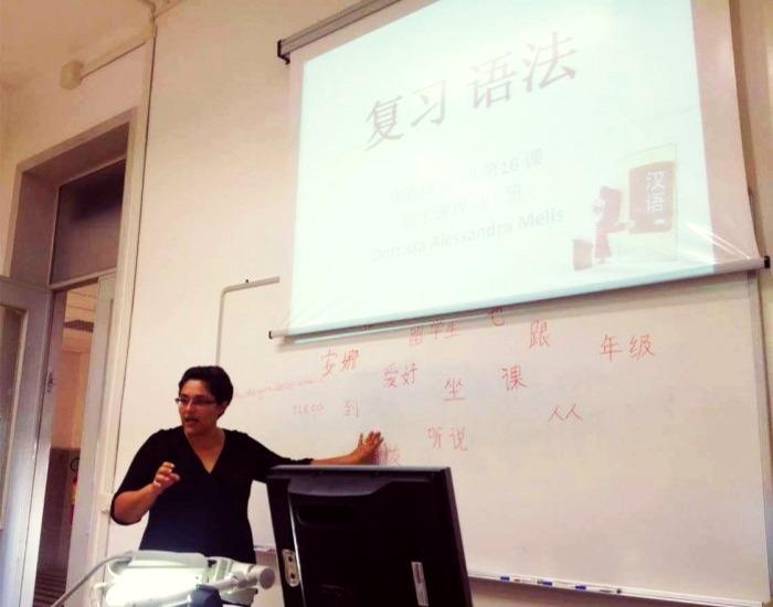 Alessandra Melis durante una lezione di cinese