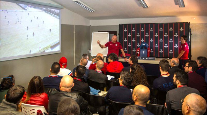 La lezione tattica di Maran (foto Paolo Mastrangelo - Cagliari Calcio)