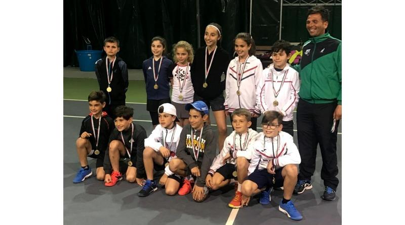 I giovani tennisti del Circolo Tennis Decimomannu