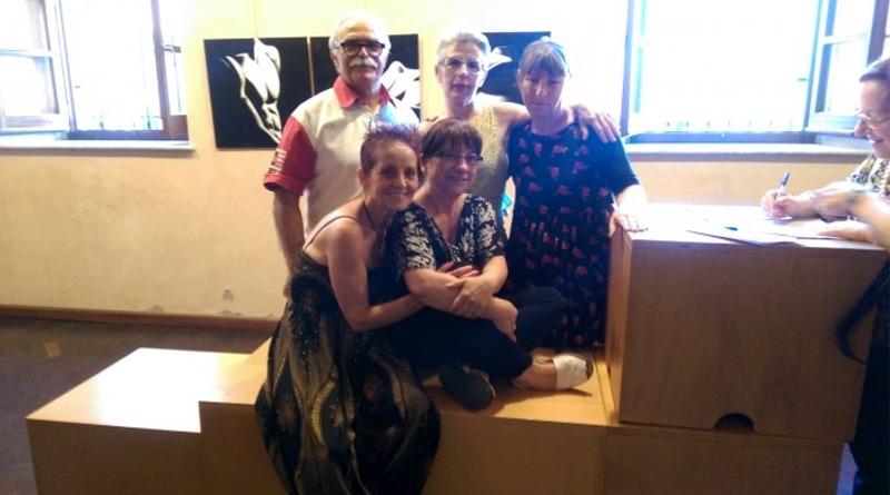 Paola Cao (al centro) con alcuni allievi (foto Mare)