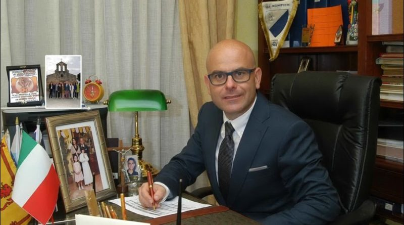 Pignoramenti Decimoputzu, si dimette il sindaco Scano