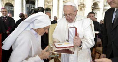 Il Papa ringrazia Suor Maria Concetta, la missionaria ostetrica di Villasor