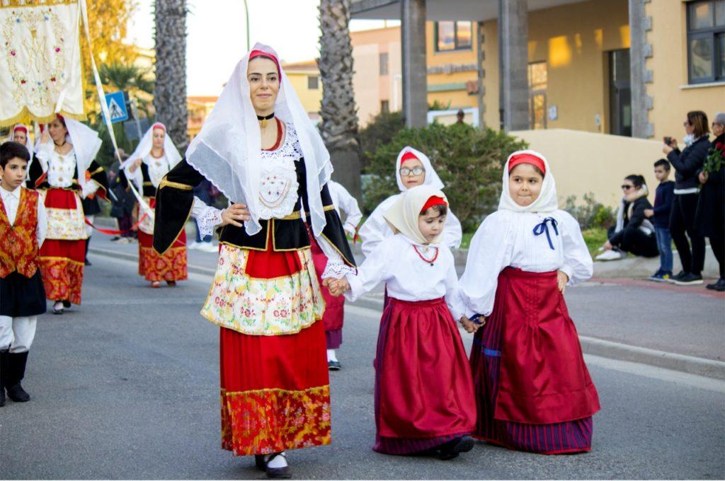 La processione per le vie di Assemini (foto Sara Carboni)