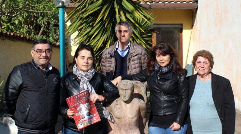 Da sinistra il segretario Sandro Bandu, la presidente Patrizia Fonnesu, la vicepresidente Luisa Arigiolas, la cassiera Maria Ricciardi e in alto il consigliere Luigi Grassi (foto di Alessio Caria)