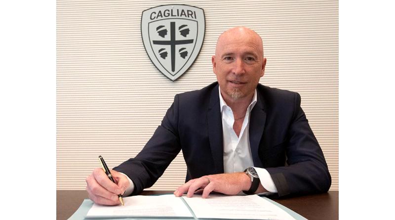 Rolando Maran firma il nuovo contratto (foto Cagliari Calcio)