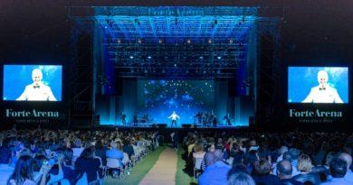Fiorello torna in Sardegna: grande show alla Forte Arena