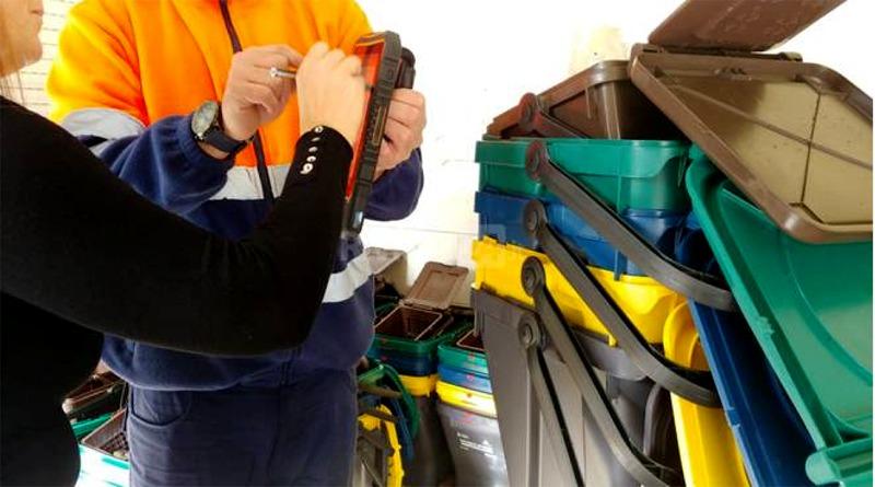 Assemini, al via la distribuzione del nuovo kit di contenitori per