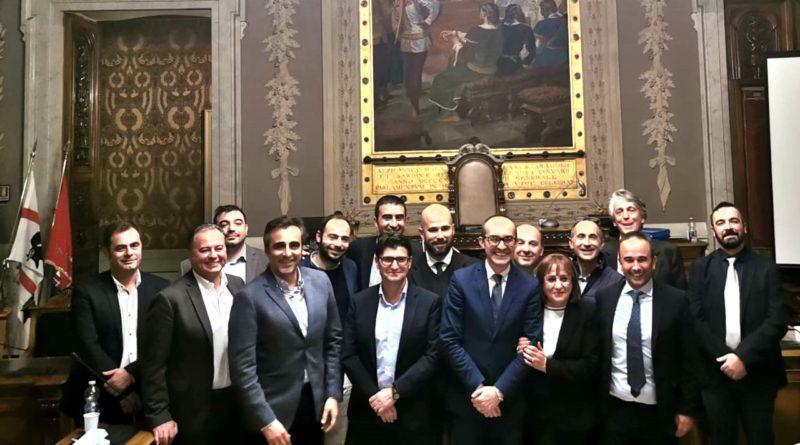 Il sindaco Paolo Truzzu con i 14 neo consiglieri - © foto Città Metropolitana di Cagliari
