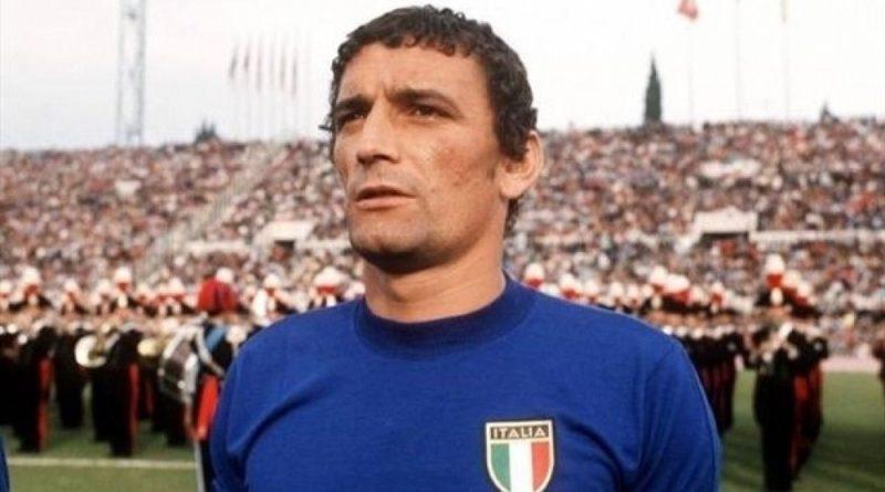 Gigi Riva con la maglia della Nazionale Italiana