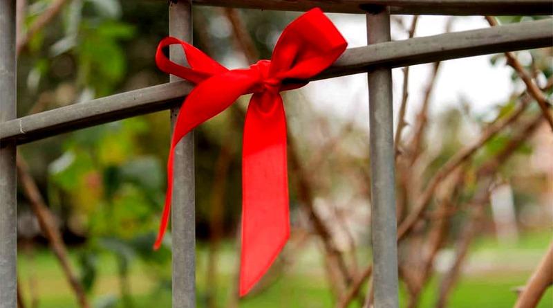Fiocco rosso contro la violenza sulle donne