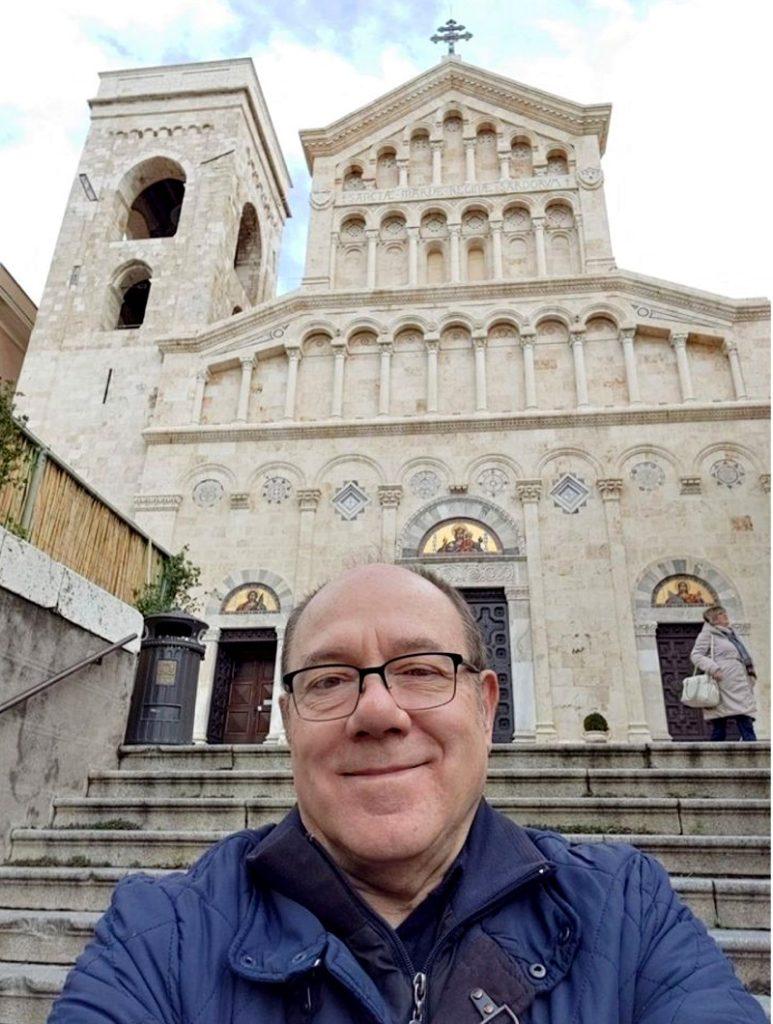 Carlo Verdone alla cattedrale di Cagliari - © pagina facebook Carlo Verdone
