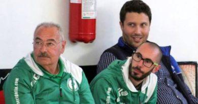 Coach Lello Esposito (sulla sinistra) in panchina
