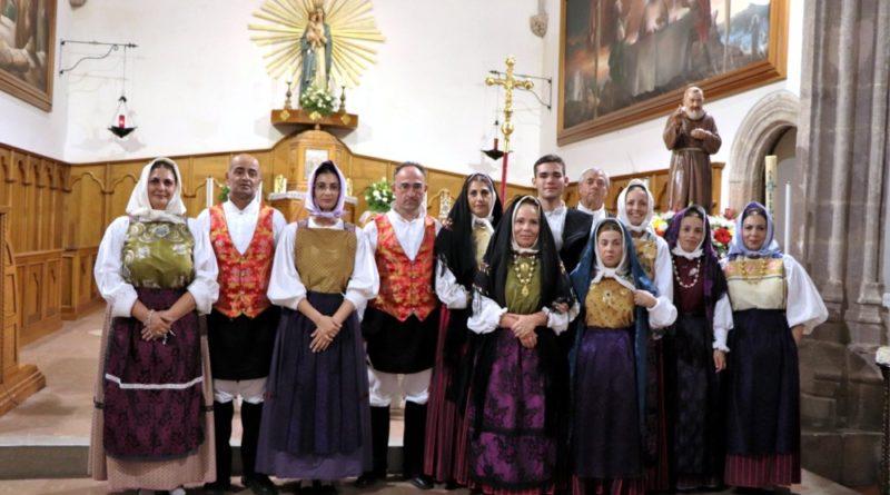 Il gruppo posa nella chiesa della Madonna di Valverde a Iglesias