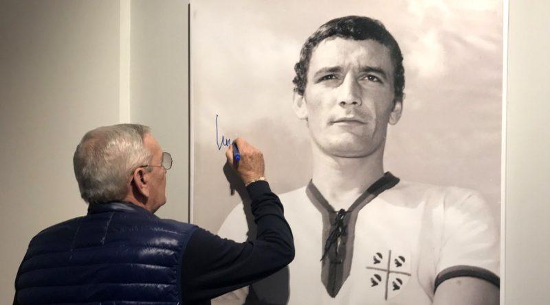 Gigi Riva nell'area museale della Sardegna Arena - © foto Cagliari Calcio