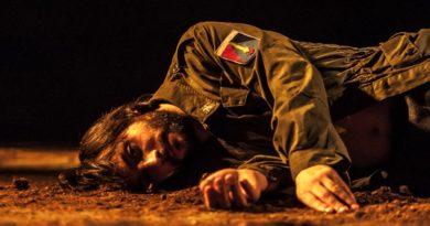 """Una scena dello spettacolo """"L'Avvoltoio"""" - © foto Sardegna Teatro"""