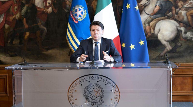 Palazzo Chigi, 16/03/2020 - Il Presidente del Consiglio, Giuseppe Conte, nella Sala dei Galeoni, in conferenza stampa al termine del Consiglio dei Ministri