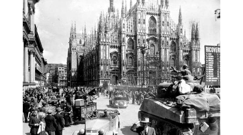25 aprile 1945 Liberazione Milano Piazza Duomo