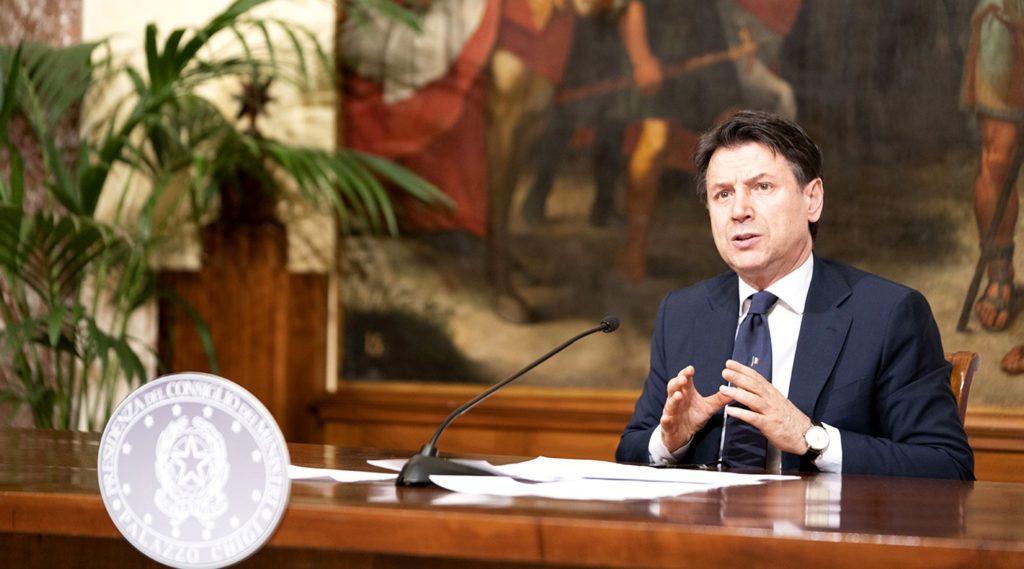 """Palazzo Chigi, 26/04/2020 - Il Presidente Conte annuncia in conferenza stampa le misure per il contenimento dell'emergenza Covid-19 nella cosiddetta """"fase due"""""""
