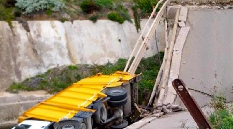 Il ponte crollato a Fontanamare - immagine Vigili del Fuoco
