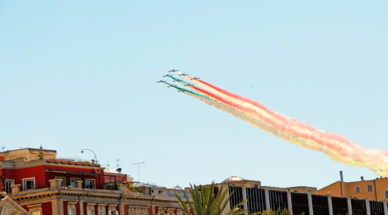 Frecce Tricolori al Centro di Cagliari - © foto Frank Korapi
