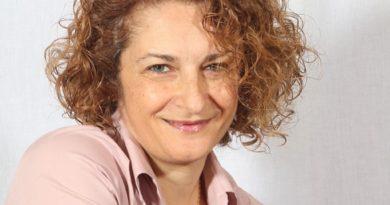 """Decimomannu. Dai primi racconti al contratto con Garzanti. Cristina Caboni si racconta: """"Scrivere è sentimento, non ci si inventa scrittori"""""""