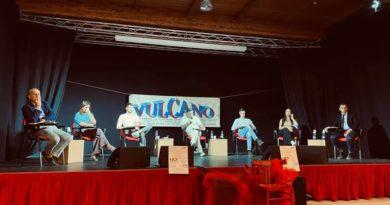 Le ragioni del SÌ e quelle del NO: il dibattito ospitato da Vulcano al Teatro Antica Valeria di Decimo (all'interno il video integrale della conferenza)