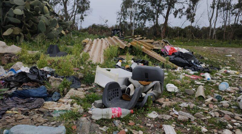 Decimomannu ambiente: le discariche a cielo aperto che deturpano le nostre campagne. Video intervista ai responsabili dell'OdV Habitat Italia